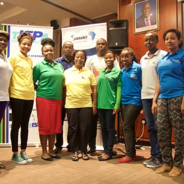 Women Share Knowledge and Experience in Network Operator Groups in Africa Thumbnail